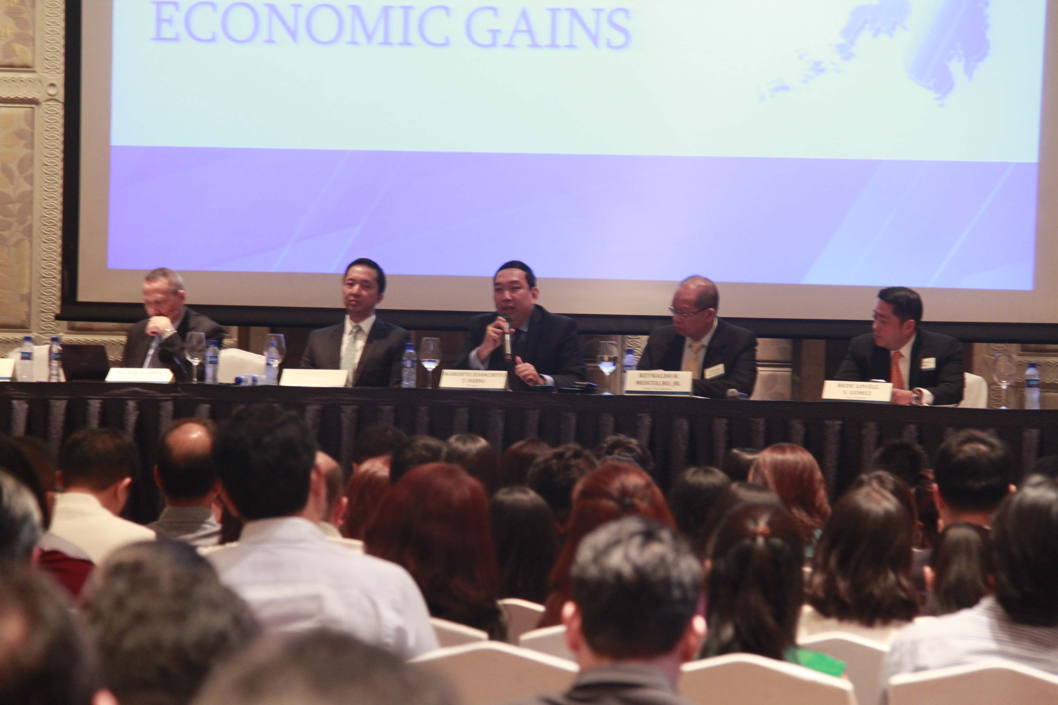 Philippines 2015: Sustaining Economic Gains